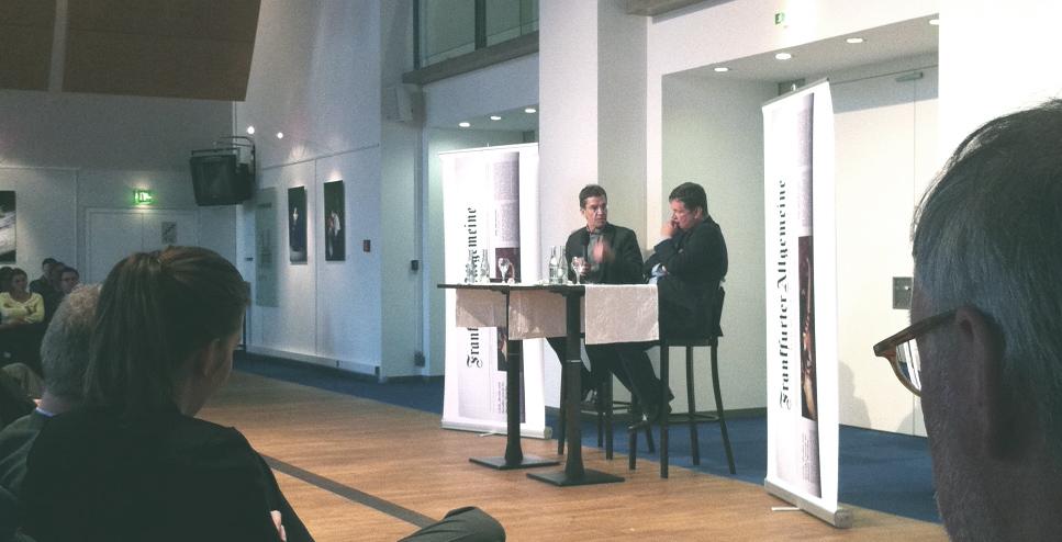 """Rainer Hank und Frank Schirrmacher beim """"Bürgergespräch"""" in der Oper."""